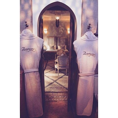Stunning Rose Suite Bathroom! Photo Taken by: @_remyshay_ #marrakechriads #marrakech #riadzamzam #rosesuite #lighting #bathrooms #robes