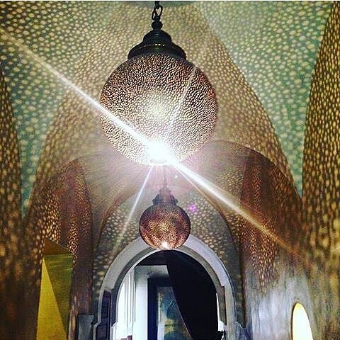 Magical Zamzam in the marrakech medina. #marrakechartwork #marrakechmedina #guesthousemarrakech #guesthouse #moroccanriad #maroccanlights #marrakechdesign