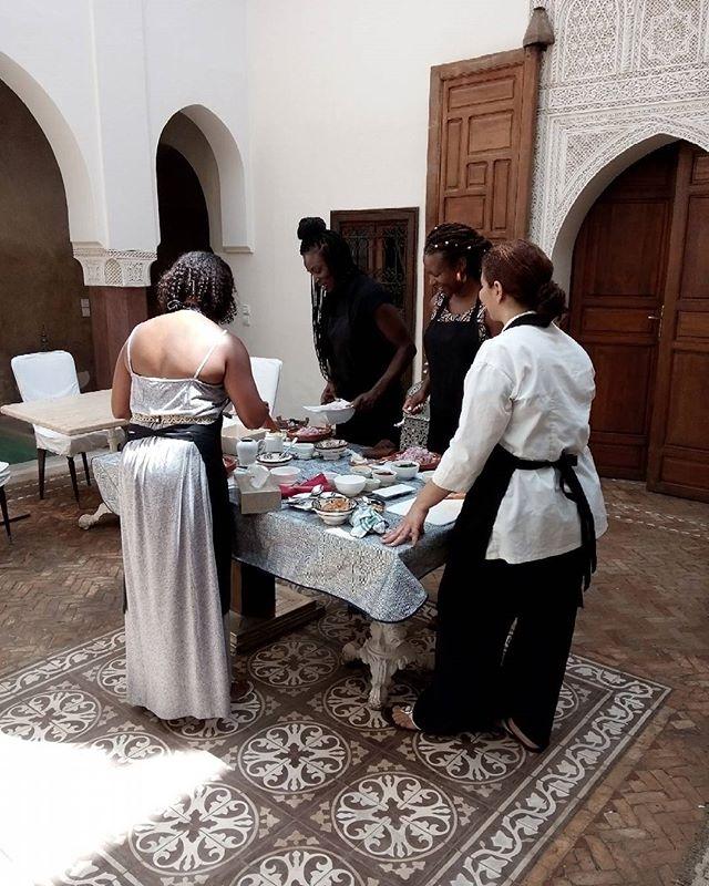 Cooking courses at Zamzam. #marrakechmédina #guesthouses #guesthousemarrakech #marrakechdesigner #cookingclass #cookingmarrakech #riadmarrakech