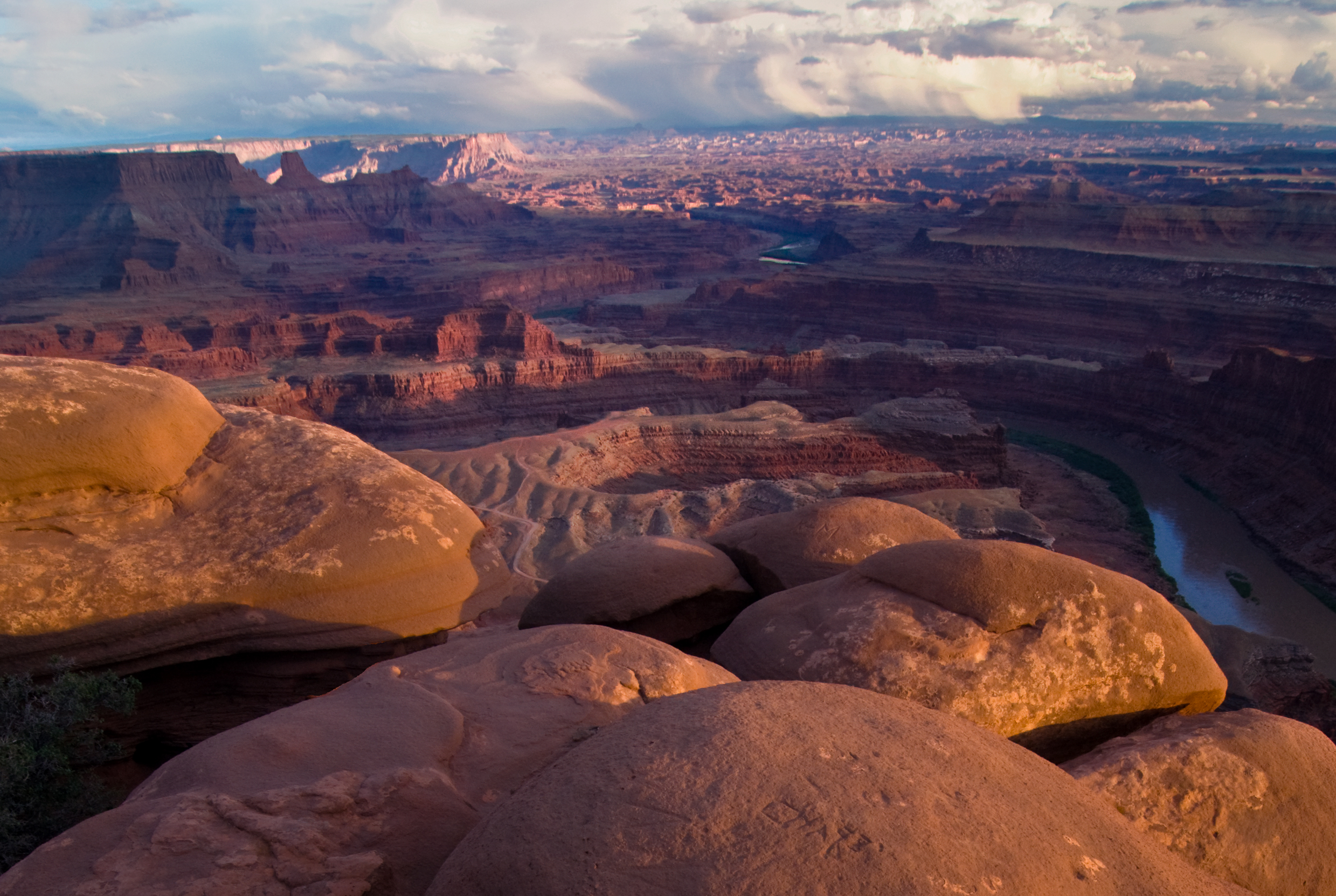 TRAVEL   You will be responsible for arranging your own airfare, hotel, ground transportation and meals during the workshop.   LOCAL FEES   Any additional fees, including entrance into the park, will be your responsibility. Click the link to  Arches & Canyonlands  for information regarding fees and passes.   WHAT TO PACK   Weatherproof Clothing, Trail Shoes or Hiking Boots, Travel Alarm, First Aid Kit, Medications, Cap, Sunglasses, Sunscreen, Lip Balm, Water Bottle, Snacks, Insect Repellent, Hand Sanitizer.   GEAR LIST   Camera Bag, Backpack, DSLR, Mirrorless Camera, Spare Batteries, Memory Cards, Camera Manual, Interchangeable Lenses, ND, Polarizer Filters, Tripod, Head, Pocket Flashlights, Cable Release, Camera Cleaning Supplies, Rocket Blower, Laptop, Notebook, Memory Card Reader, Flash Drive.