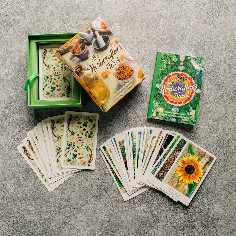 - THE SET INCLUDES A 78-CARD DECK AND A 124-PAGE BOOK FULL OF HERBAL INSPIRATION AND IDEAS FOR CRAFTING WITH THE CARDS.