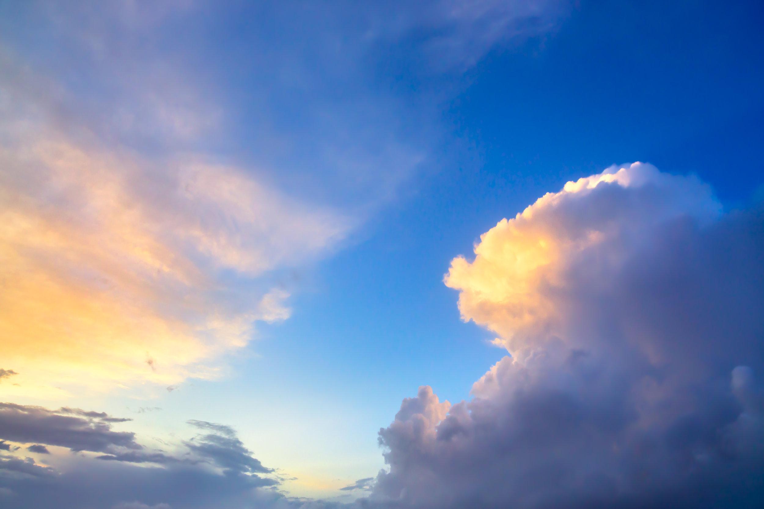 dramatic-sunset-sky-approaching-thunderstorm-PFJAD8P.jpg
