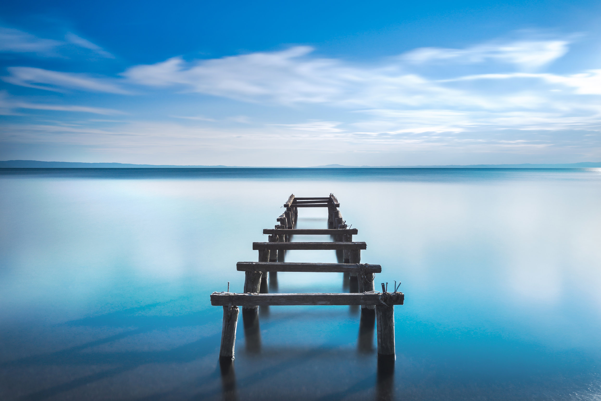 wooden-pier-or-jetty-remains-on-a-blue-lake-long-PNSTXRC.jpg