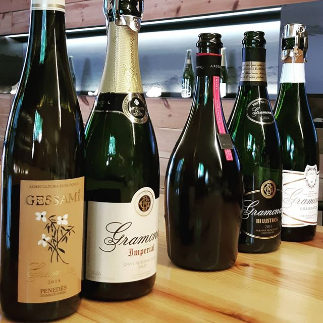 Locally produced wines and sparkling Cava form part of the experience on our cultural tour. #goodwine #cava #goodfood in an #exclusive #smallgrouptour . . . #tastebarcelonatour #exclusivetour #smallgroups #barcelona #visitbarcelona #igersbarcelona #tapas #tapasbarcelona #tapasandwine #tastebarcelona #instataste #guidedtour #foodie #traveller #travelgram #luxurytravel #lux #food #foodporn #tourguide #culture #catalunya #instagood #winetaste #localwine