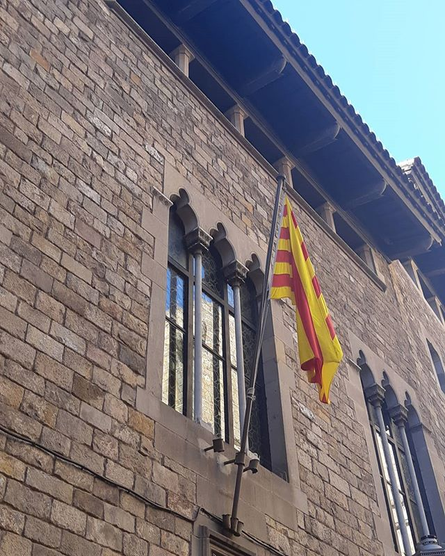 Spring is just around the corner and all is warming up for the 2019 season! Exploring Barcelona on the cultural tapas and wine experience. Exclusive small group experiences.  #barcelona #visitbarcelona #gothicquarter #architecture #gothic #barrigòtic #catalunya #catalonia #tastebarcelonatour