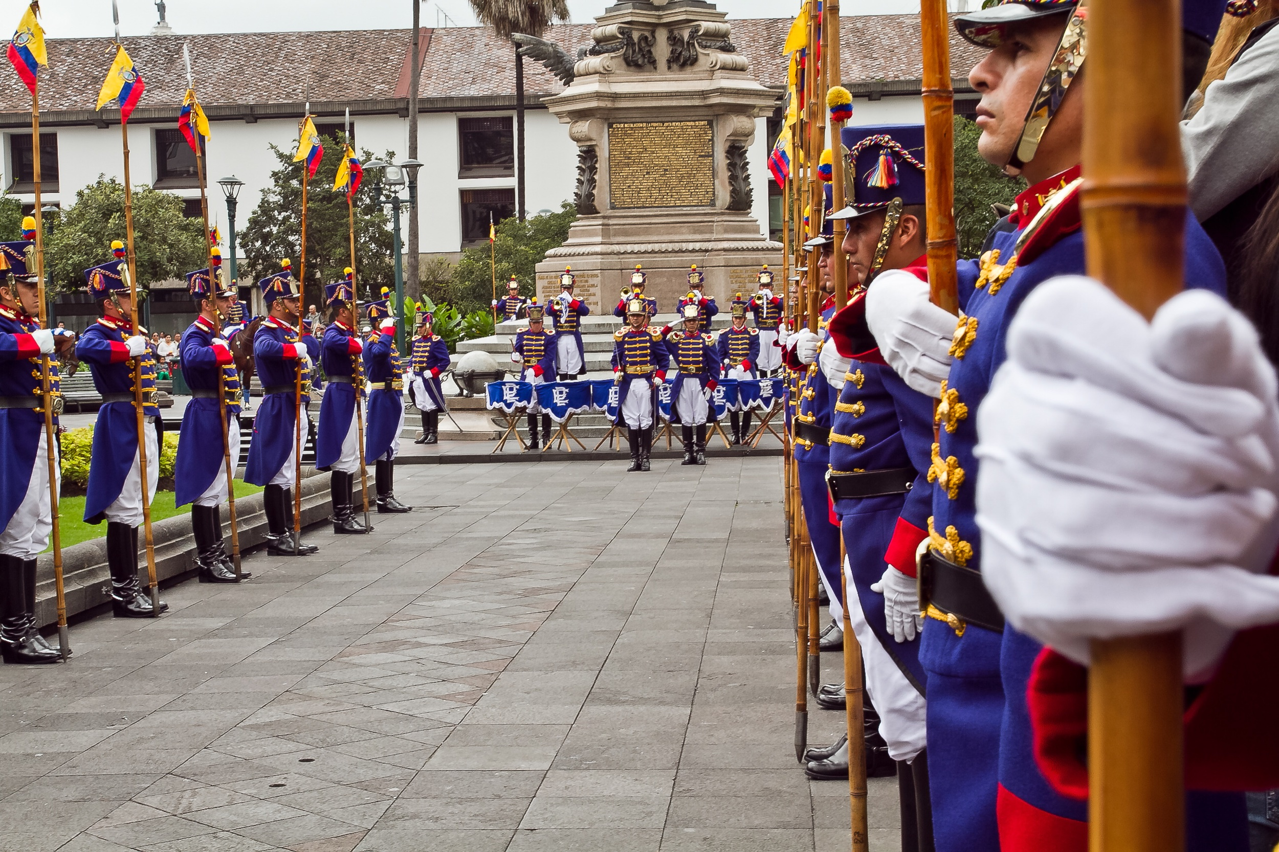 1) Plaza Grande and Changing of the Guard: