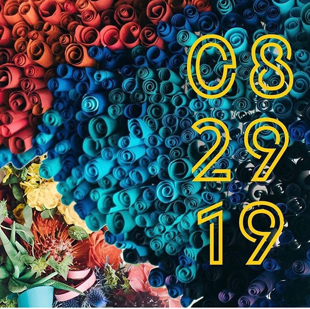 The visuals being peeped at @unbridalkc are about enough to make me lose my mind. 🤯 . This event put on by some insane KC creatives showcasing what's possible in wedding fashion and decor and events will 1000000% benefit @imaginethatkc and @haloempowersyouth . I can't event wait. It's all gonna be BIG.  I think I'm gonna start teasing my hair now. And maybe look at some glitter neon extensions. Feeling a David Bowie look 👩🏻🎤💃🏻👠 . Tix avail NOW at @unbridalkc