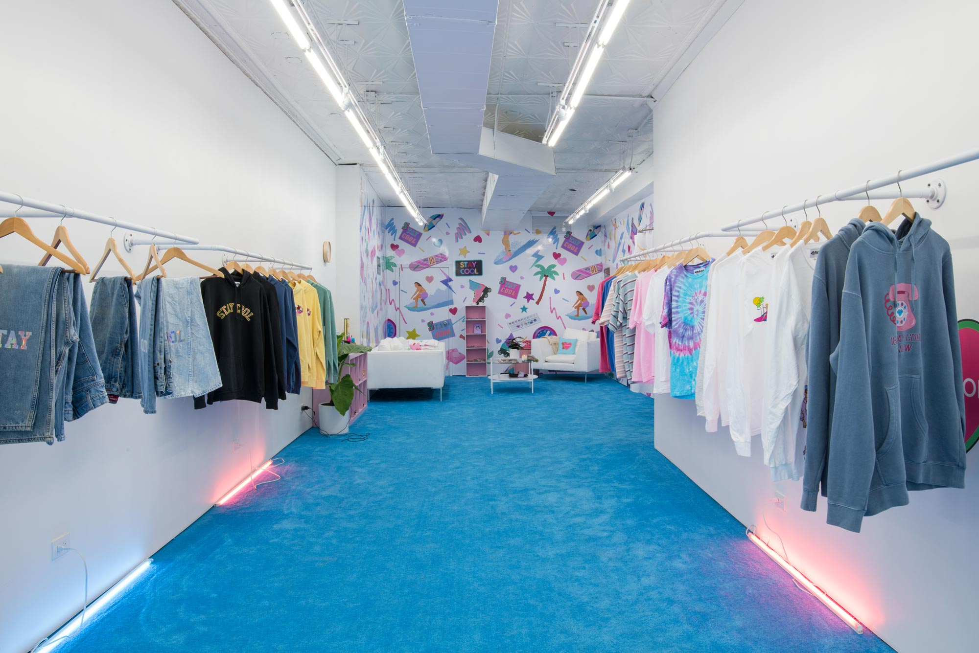- ➝We designed a pop up store for the clothing brand StayCool, where the goal was to transform the space into an 80s inspired lounge.