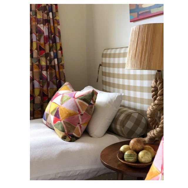 It's always so nice when a designer chooses our fabrics for their own homes. 🙌🏻 Interior designer @brownlowinteriordesign choose Harlequin for the curtains and cushions in the guest bedroom of her gorgeous country house. Thanks so much Alexandra ❤️ #interiordesign #interiordesign #interiordecorating #decor #homestyle #countryhome #countryhomedecor #textiles #fabric #pattern #print #bedroomdecor #bedroom #style #editfabrics