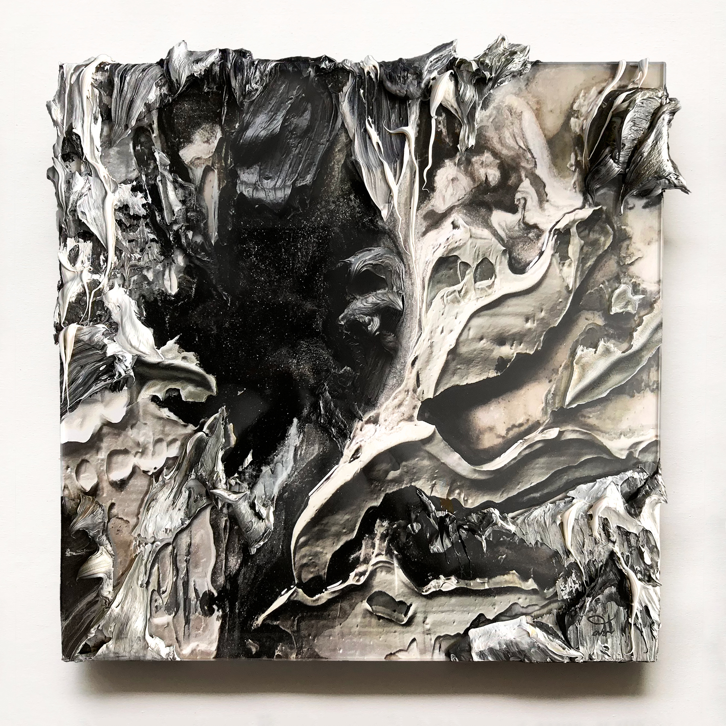 Avalanche II - 2019Oil on C-type print, Facemount glossy plexi / alu-dibond 2+3 mm400 x 400 mm18000 ZAR