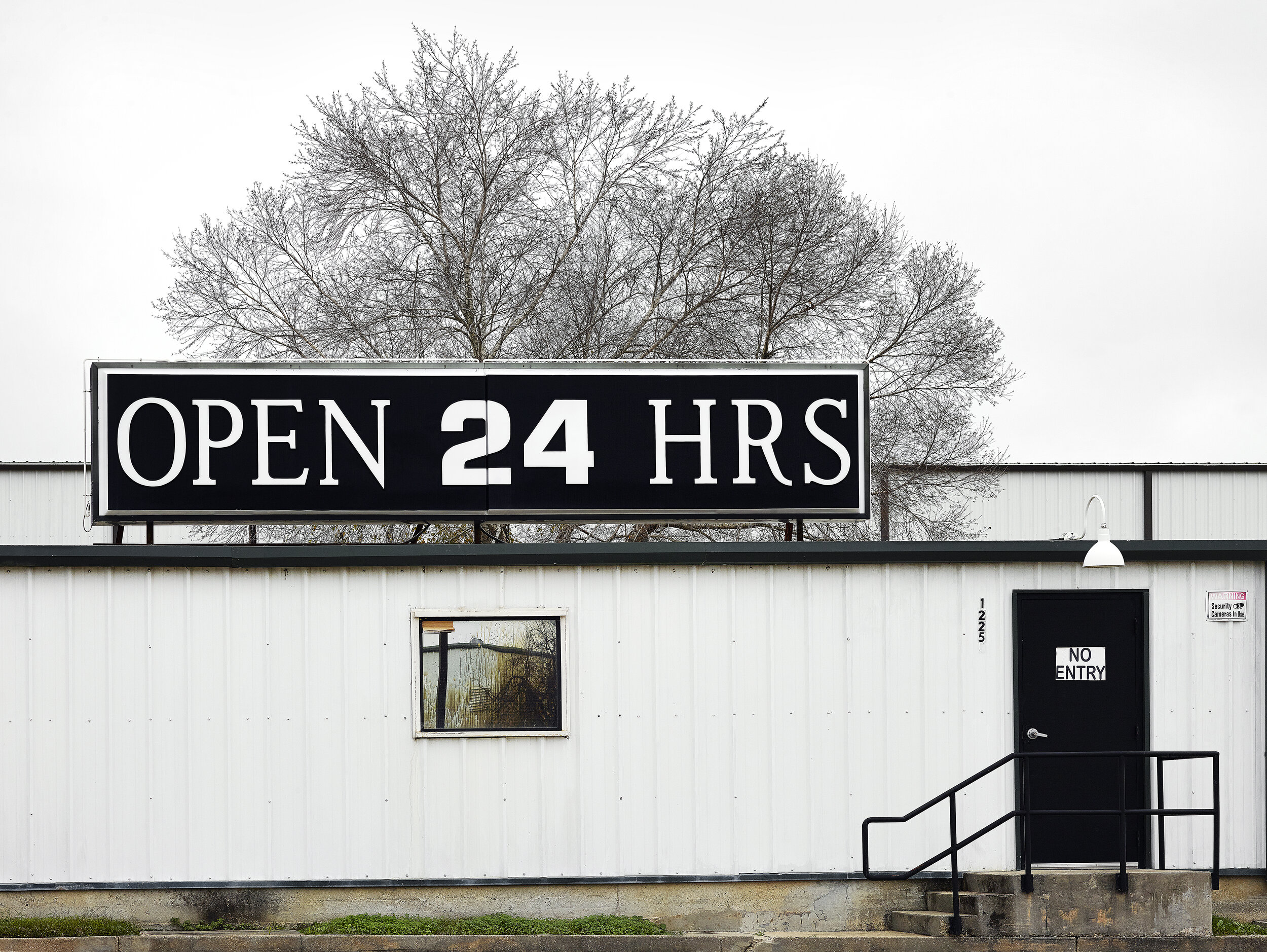 Open 24 Hours - Archival Giclée Print on Hahnemühle Photo RagPrint: 127 x 98.4 cmEdition of 8 + 2AP