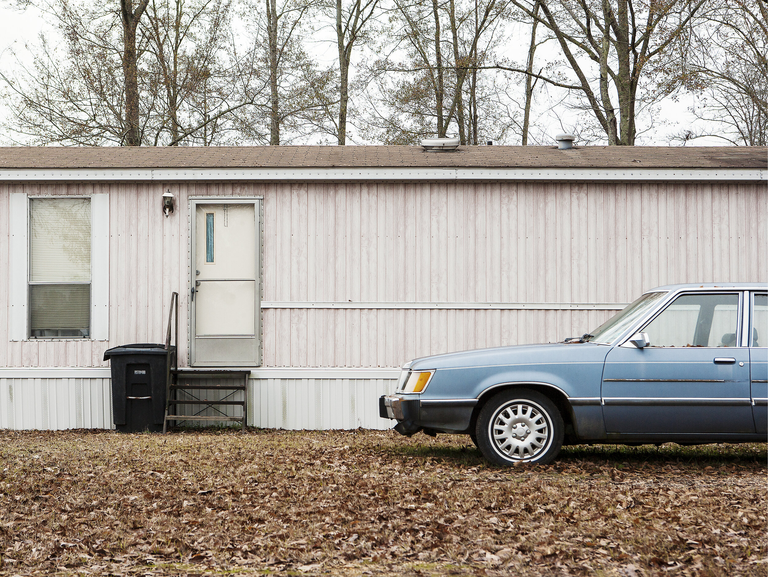 Pink Mobile Home and Blue Car - Archival Giclée Print on Hahnemühle Photo RagPrint: 77 x 60.8 cmEdition of 8 + 2AP