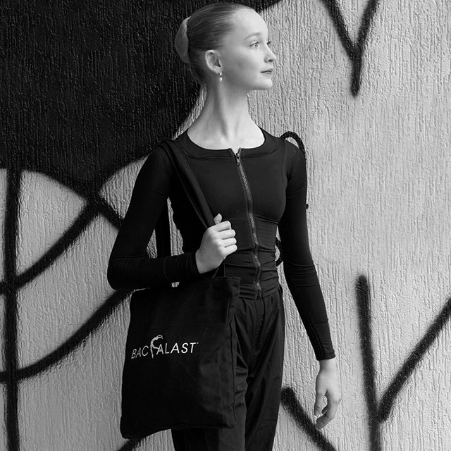 """Where did you take your backalast tote today?""⠀⠀⠀⠀⠀⠀⠀⠀⠀ .⠀⠀⠀⠀⠀⠀⠀⠀⠀ .⠀⠀⠀⠀⠀⠀⠀⠀⠀ @tashi.ballet in her @backalast⠀⠀⠀⠀⠀⠀⠀⠀⠀ #backalast #posturejacket #posturecorrection #posturecorrector #posture #ballettraining #balletdancing #wellnessfordancers #movement #healthylifestyle #physicaltherapy #posture #fitness #health #yoga #wellness #mobility #posturecorrection #strength #fit #strong #motivation #progressingballettechnique #pbt #functionaltraining #workout #bodymechanics #bodyalignment #forme #inmybacklast"