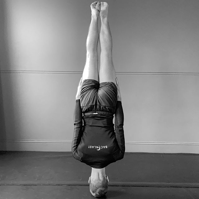 An amazing headstand from the super talented @deannelliott⠀⠀⠀⠀⠀⠀⠀⠀⠀ THE BODY IS FOREVER⠀⠀⠀⠀⠀⠀⠀⠀⠀ Work on your posture with Backalast. 🙌⠀⠀⠀⠀⠀⠀⠀⠀⠀ The #Backalast is a garment aimed at improving dancers' posture by providing them with the ability to strengthen their thoracic spine as well as, assist them in finding a neutral position for their head, neck and shoulders.⠀⠀⠀⠀⠀⠀⠀⠀⠀ .⠀⠀⠀⠀⠀⠀⠀⠀⠀ .⠀⠀⠀⠀⠀⠀⠀⠀⠀ #backalast #posturejacket #posturecorrection #posturecorrector #posture #ballettraining #balletdancing #wellnessfordancers #movement #healthylifestyle #physicaltherapy #posture #fitness #health #yoga #wellness #mobility #posturecorrection #strength #fit #strong #motivation #progressingballettechnique #pbt #functionaltraining #workout #bodymechanics #bodyalignment #headstand