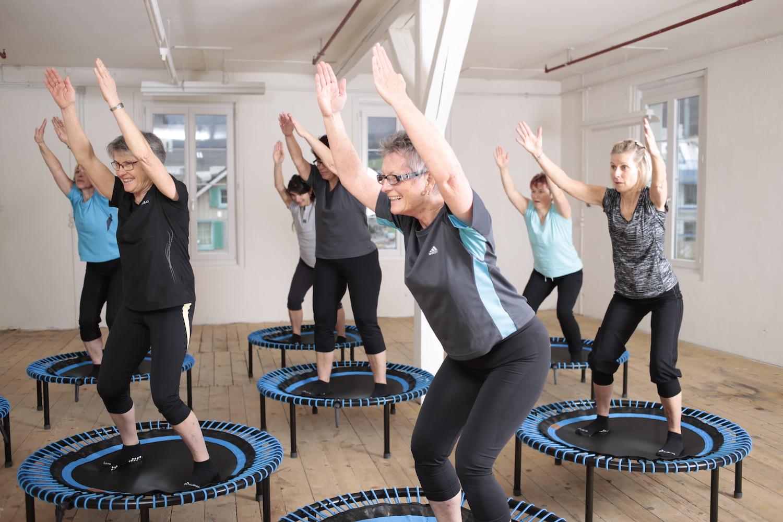 trampoline lessen - Op een leuke manier aan je gezondheid werken, voor jong en oud. Privé lessen, (small) group lessen en valpreventie. Ook op locatie.