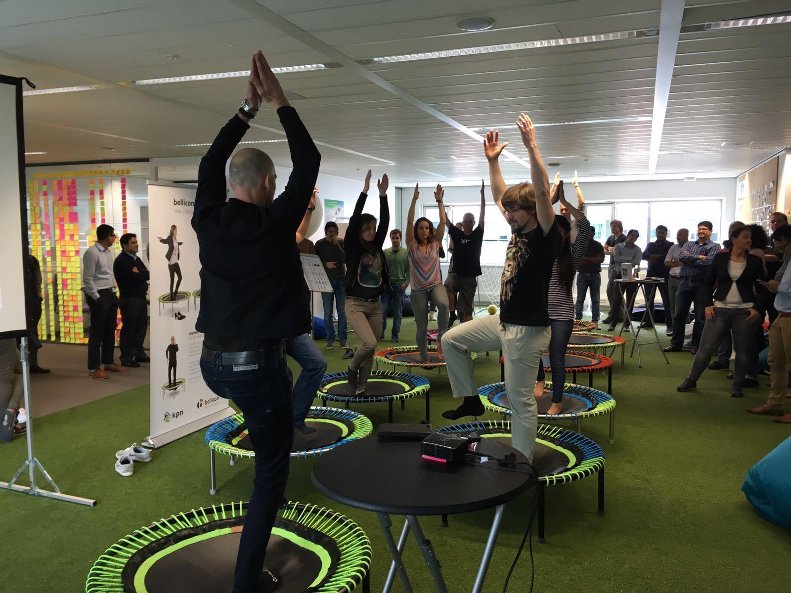 bedrijfsworkshops - Wil je op een originele en effectieve manier je medewerkers in beweging brengen en de productiviteit verhogen? Boek een trampoline les op locatie.