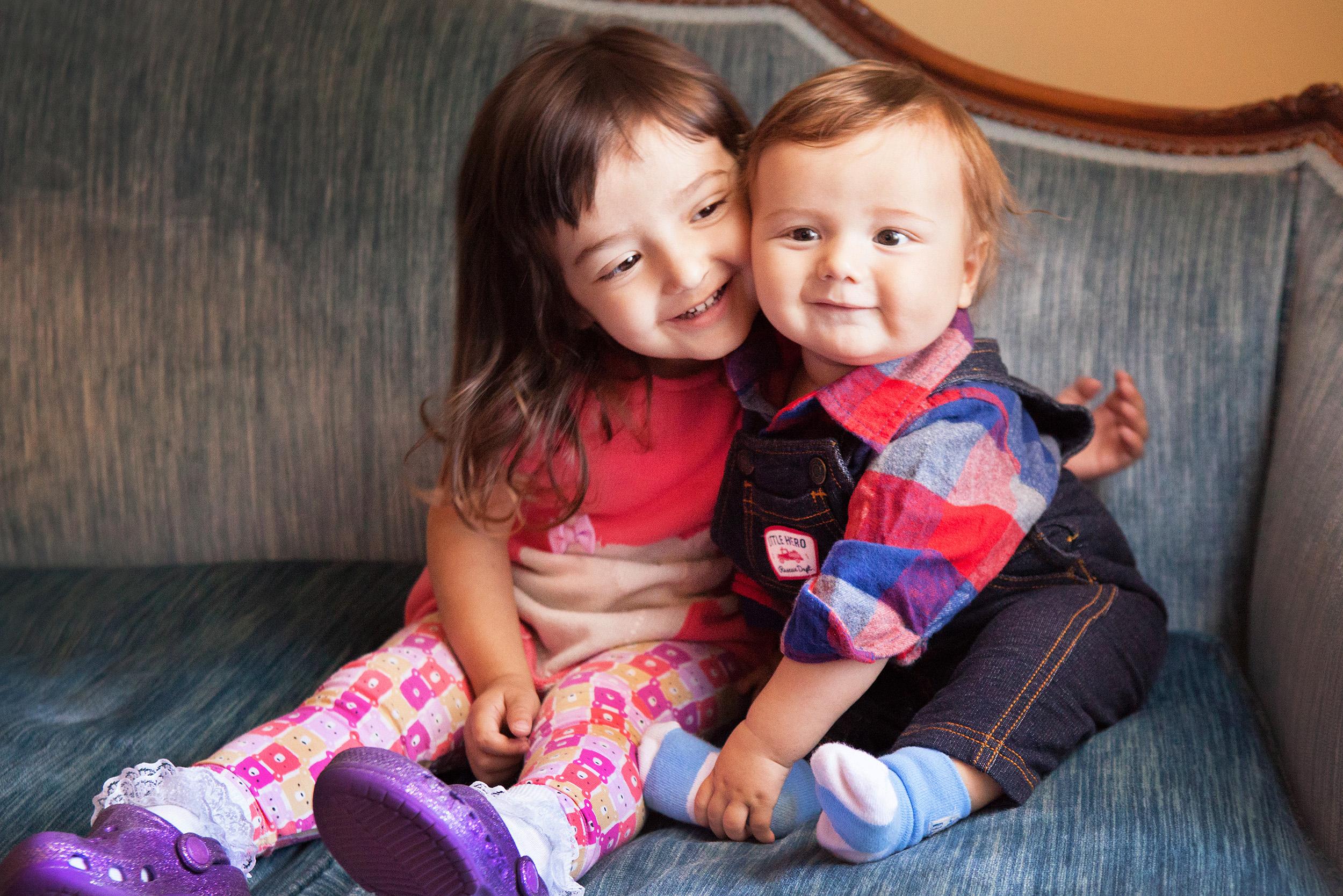 WEB_Kids on loveseat-114.jpg