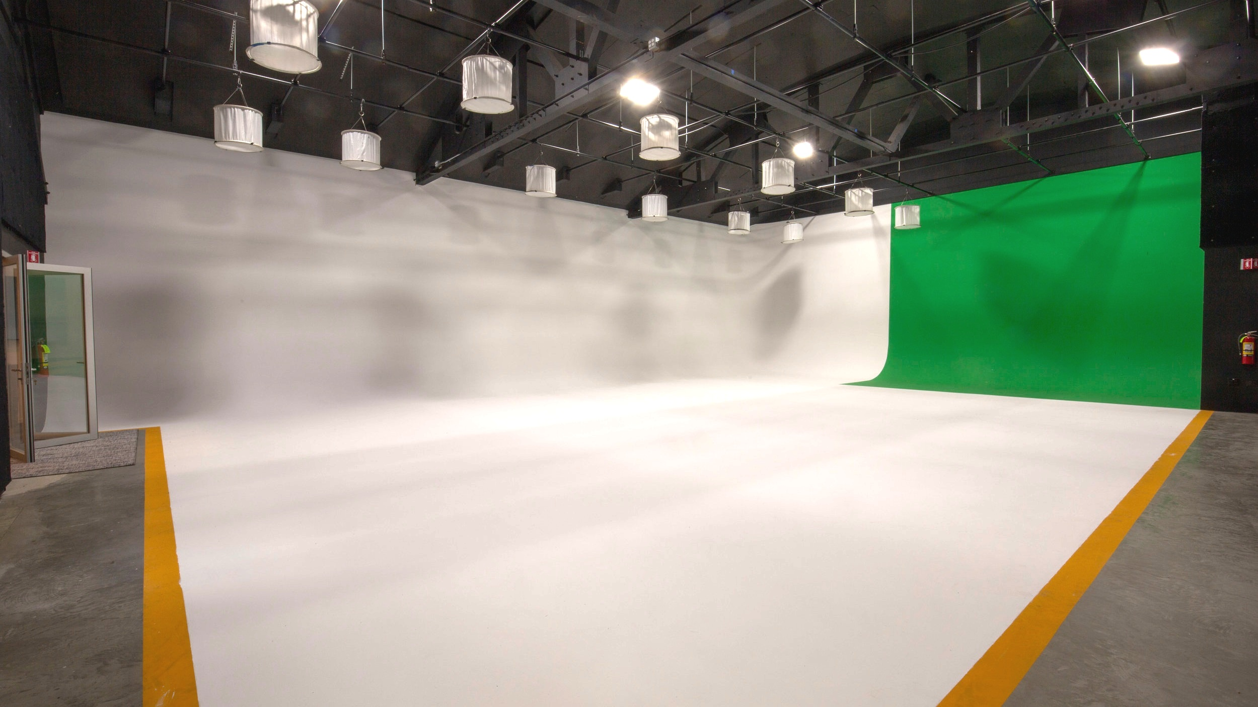 Sound.Stage.with.35ft.x.55ft.Cyc.Wall.grid.and.space.jpg