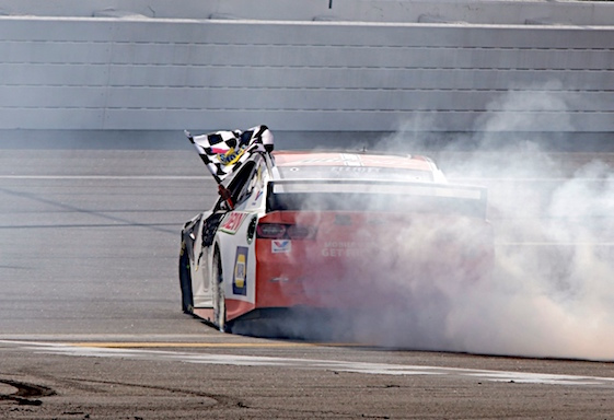 Chase Elliott chased down the checkered flag at Talladega on Sunday. (RacinToday/HHP photo by Alan Marler)