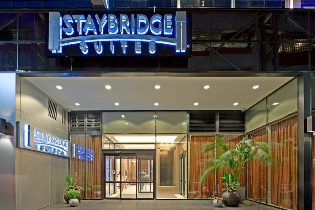 alojamiento - El programa incluye alojamiento en el hotel Staybridge Suites Times Square base cuadruple (dos camas dobles con kitchenette).La tarifa incluye desayuno todos los días y afternoon snack (martes, miercoles y jueves a la tarde).El hotel esta ubicado a tres cuadras de las clases y cerca de los teatros.