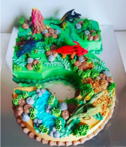 See this cake and tons of other cool dinosaur-themed decor from  Wonder Kids