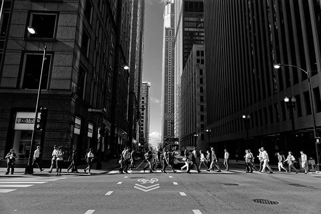 The morning rush on a sunny Chicago day the other day.  Shot on the Canon M5 with the Canon 15-45mm lens. Edited with #dxolabs Photolab and Filmpack 5.  #streetshared #monochrome #chicagostreets