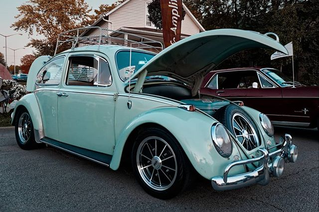 Mrs Pickett's VW at the last Cruise Night of 2019 in Tinley Park, IL. Once again, I included the before and after shots.  Shot with the Canon M5 and Canon 15-45mm lens. Edited with #dxolabs Photolab and Filmpack 5. #cruisenight #volkswagenbeetle