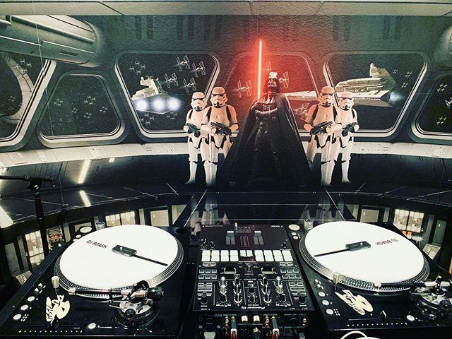 Respect the setup. #Djbdash #djlife #giglife #dallasdj #selfmade #realdj #stantonst150 #pioneerdj #starwars #darthvader #djsetup #audiosetup #djporn @phase_dj #phasedj