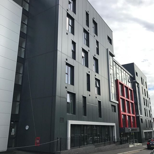 A new week, a new block of flats. This is a bit of a monster, making full use of over 60ft worth of pole, downhill, with 2 sides of the building being road facing. A great feeling when all is nice and clean and we are used to doing this now as the client uses us to clean the windows on an agreed cycle. #maccleaning #luton #blockmanagement #windowcleaning