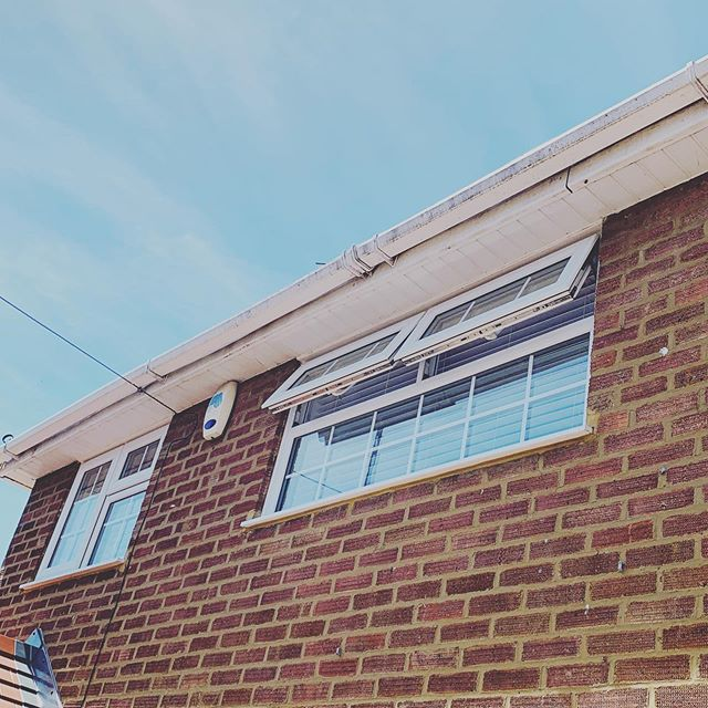 Delighted with how this gutter and fascia clean turned out on this hot summers day #windowcleaning #windowcleaner #windowcleaningluton #windowcleanerluton #fasciacleaning #guttercleaning #facilitiesmanagement #maccleaning #luton