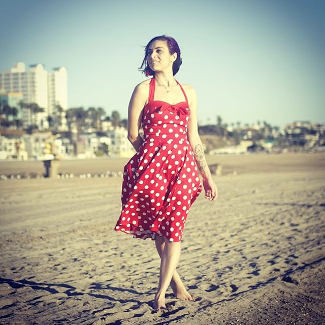 Hold on to your summer plans and flip flops! I'll be sharing TWO big release related announcements soon! Part one will be announced tomorrow, so be sure to check in on socials! You won't want to miss this!  #summer #prerelease #news #interludealbum #music #originalsong #sunday #santamonica #singersongwriter #love @lunaguitar @cleartonestrings @empireears #artist #love #emergingartist #showtime #mydailylight