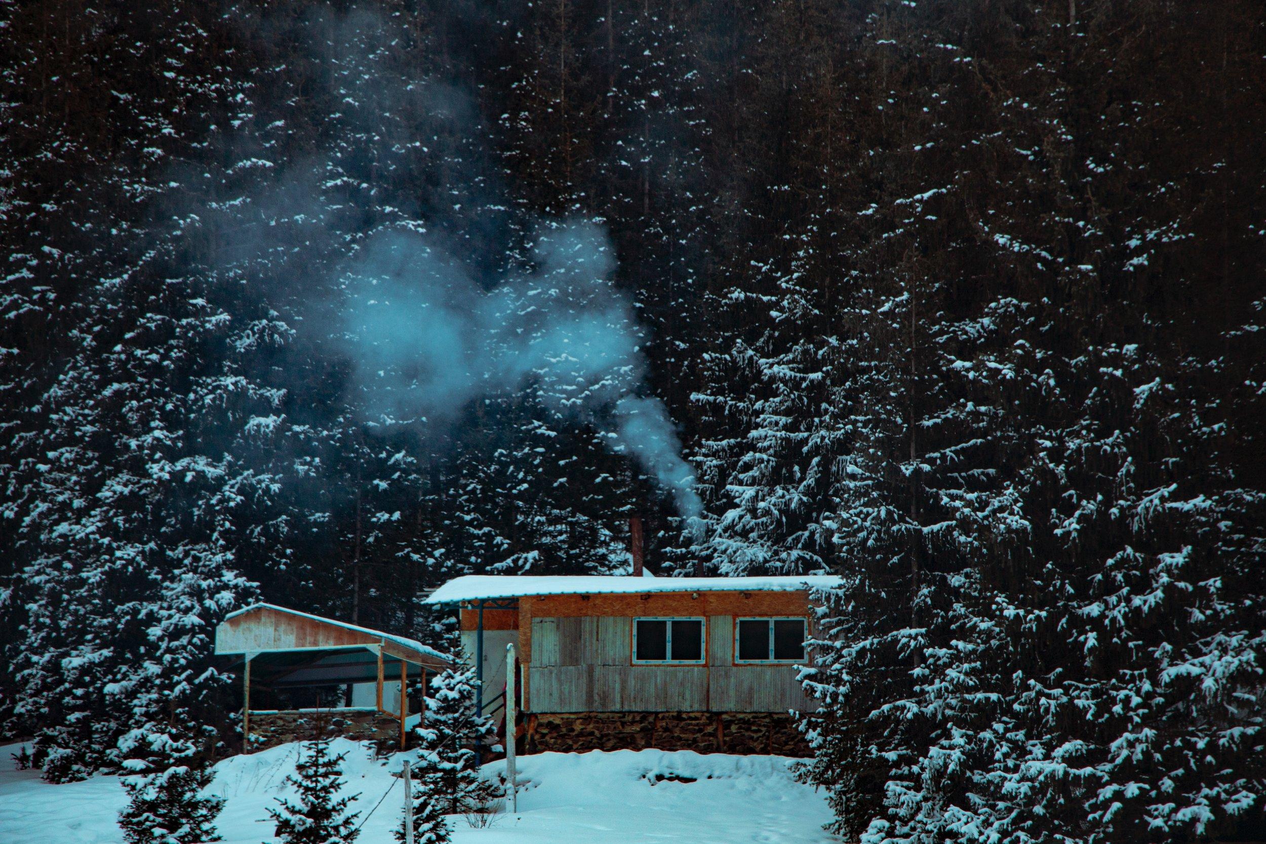 cabin-chalet-cold-2526931.jpg