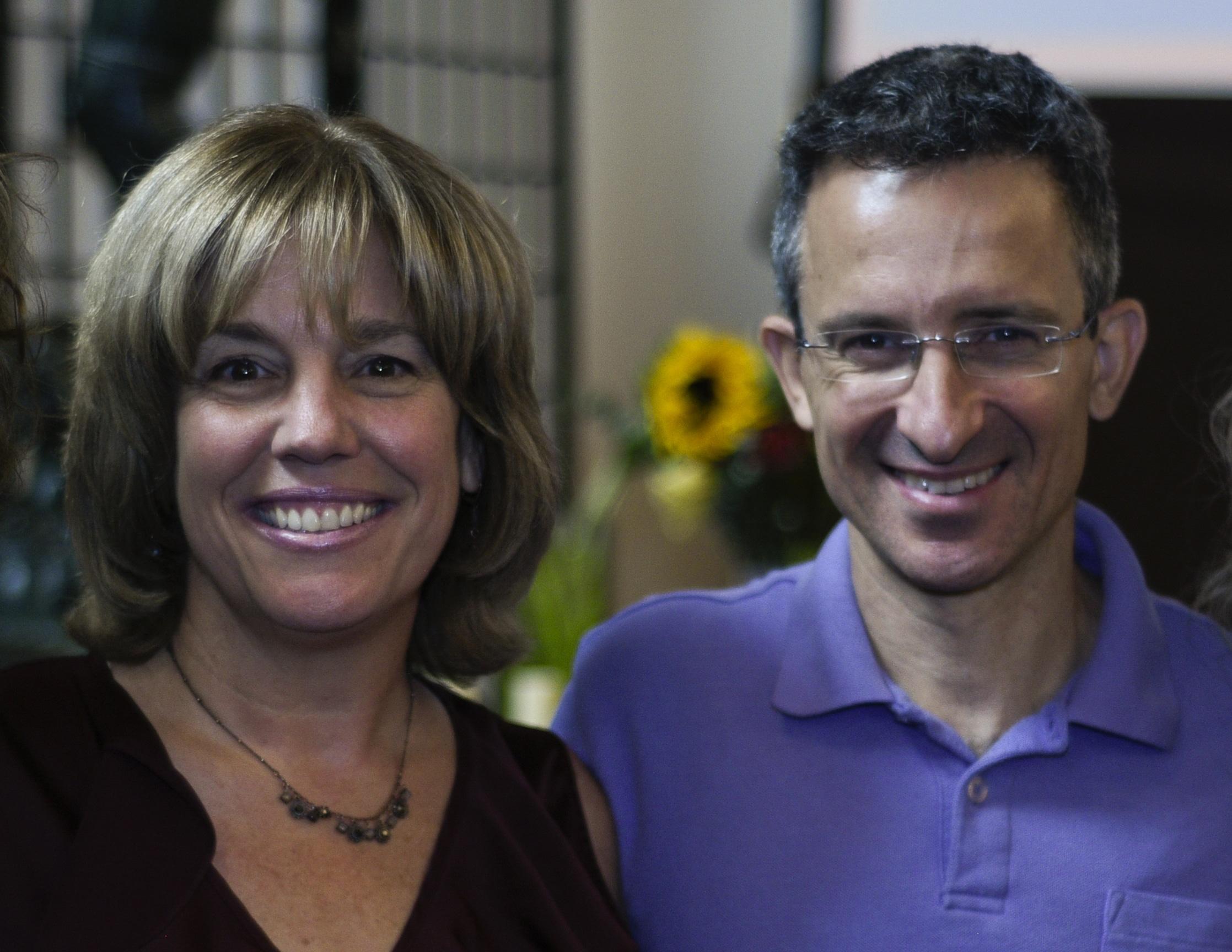 Tal Ben-Shahar e Megan McDonough, fundadores do Wholebeing Institute e idealizadores do modelo SPIRE de felicidade e bem-estar