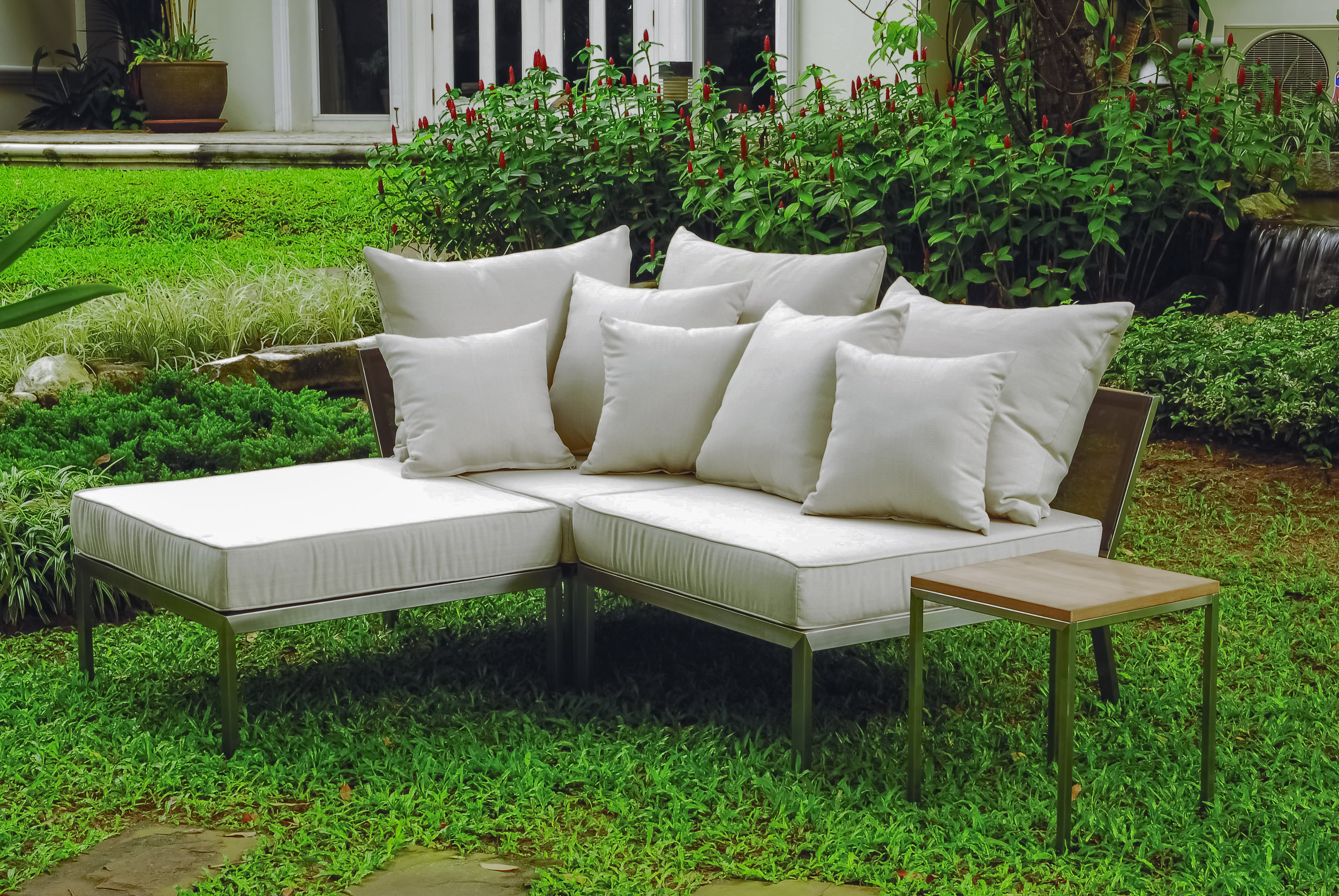 Haven 3 piece Stainles Steel Modular Plush Lounger with matching Core teak side table copy.jpg