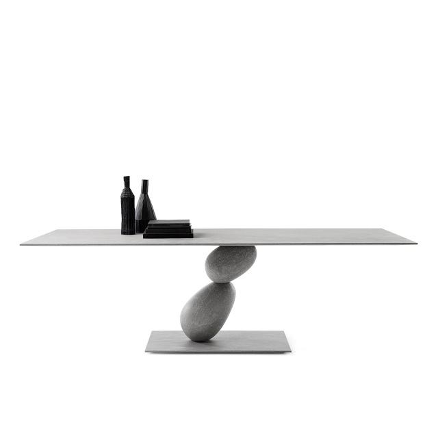 mogg_table_matera_2019_01-640x640.jpg