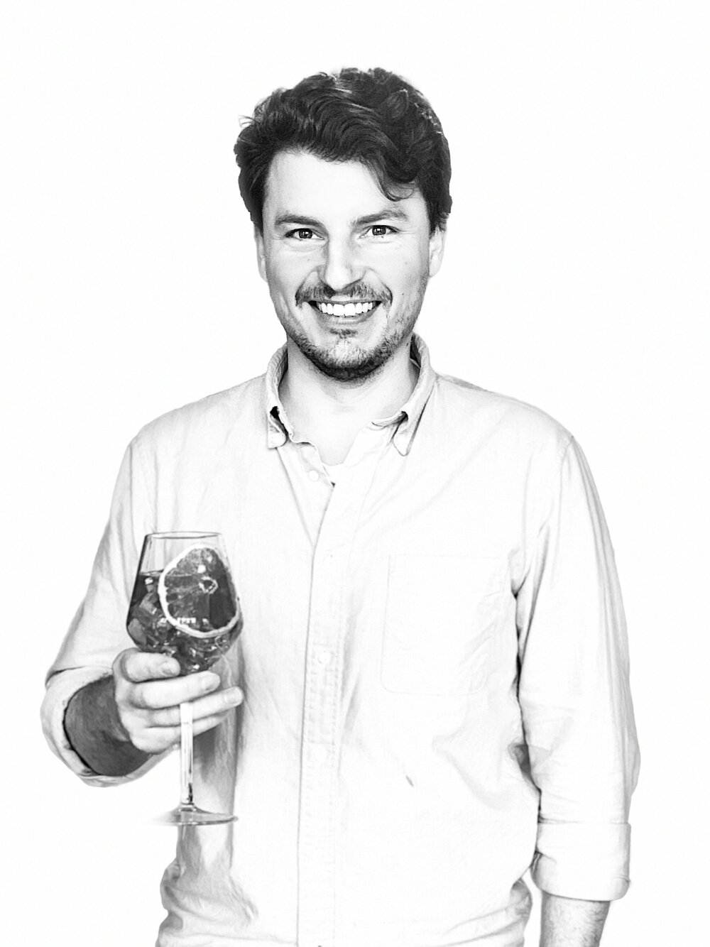 Founder of Wilfreds Chris Wilfred Hughes sipping on his favourite alcohol-free spritz Made with 1 part Wilfreds British Aperitif and 2 parts tonic over plenty of ice