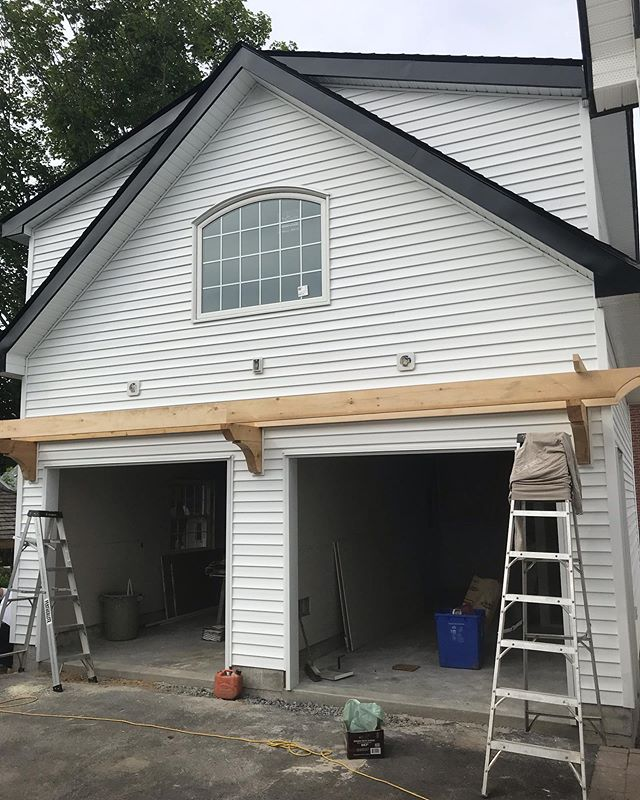 Our garage build in the heart of Sharbot lake is coming along nicely. #tarasickcarpentry #infrontenac #buildersofig #sharbotlake #garage