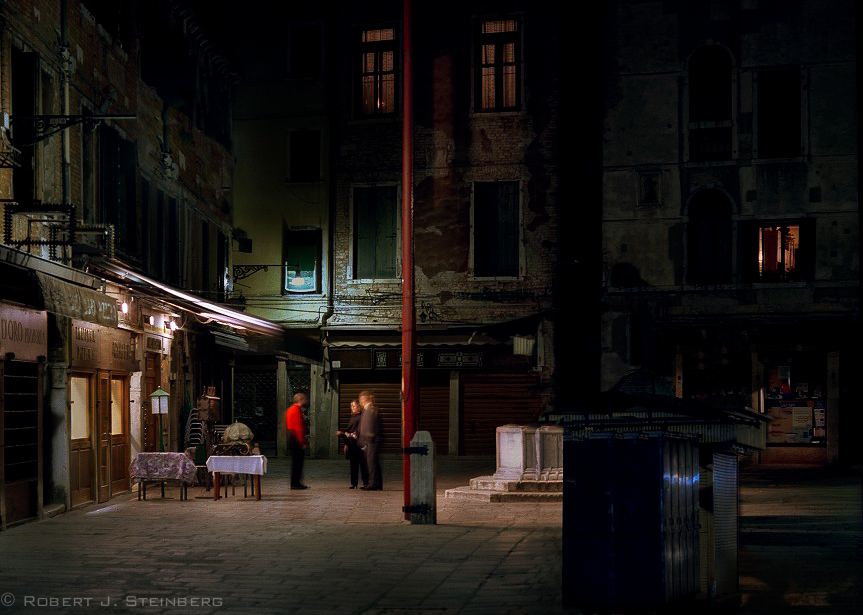 Waiter_with_Two_Patrons_Venice_2001.jpg