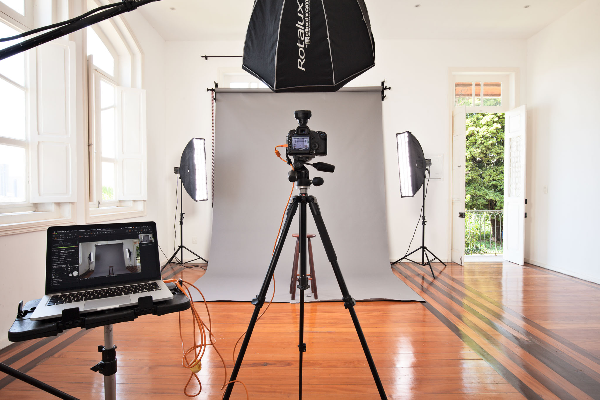 The studio is equipped with flashes, a large diversity of light modifiers, accessories for tethered capture, WLAN and air conditioning.