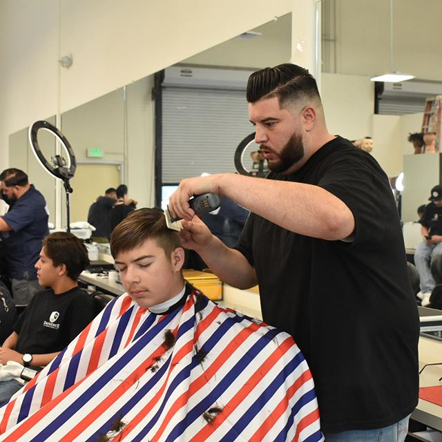 G R I N D : To perform repetitive actions over and over in order to attain a goal. #barbers #barbershopconnect #barberlove #barbershop #iebarber #eba #ebaupland #master #wahlclippers #andis