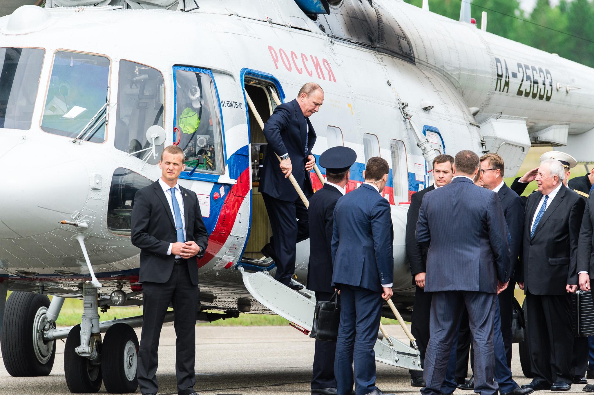 Venäjän presidentti Vladimir Putin saapui Savonlinnaan lopulta helikopterilla, Iltalehti 2017.