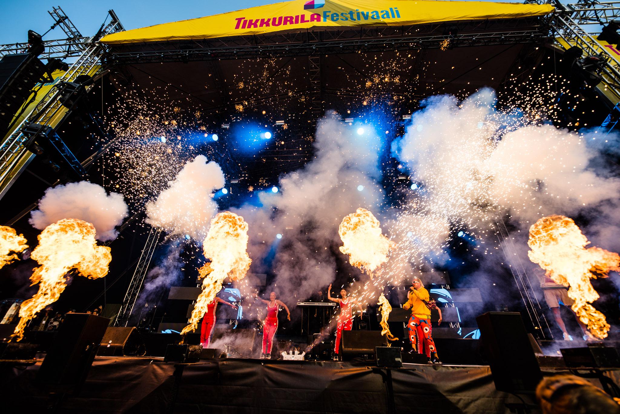 JVG esiintyi pyrotekniikan keskellä, Tikkurila Festivaali 2018.