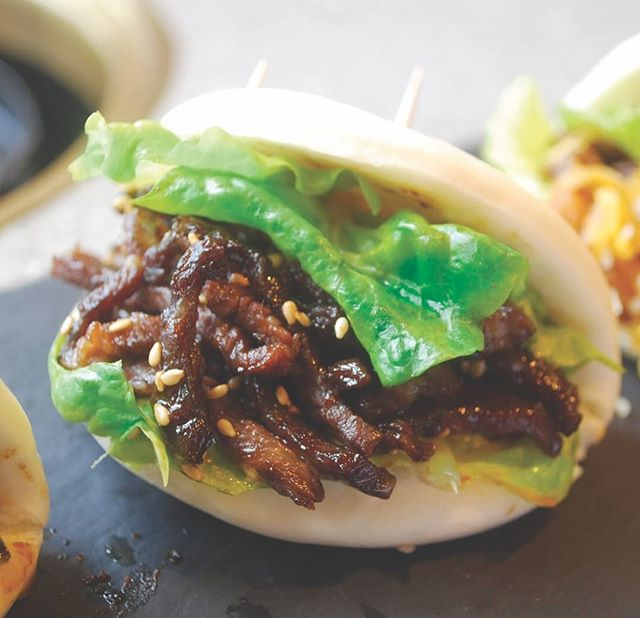 Try not to drool over this juicy, savory meat bun! 🤤 @tamaenus are taking these meat buns to the next level. Yum!