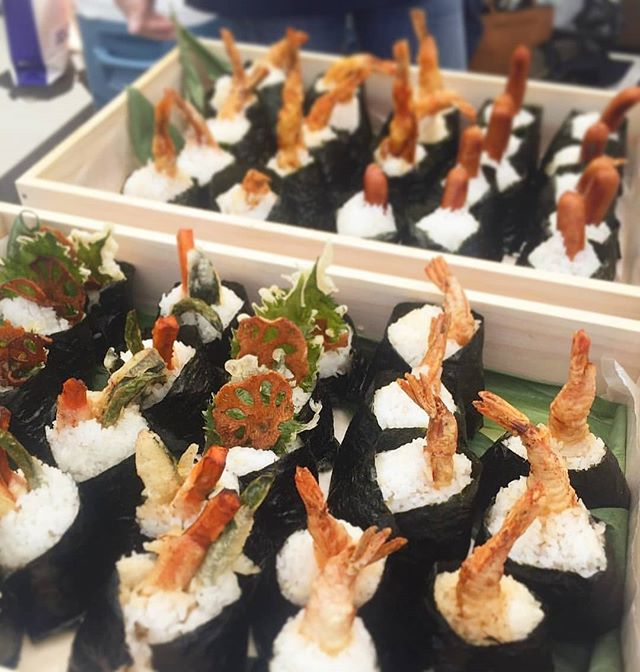 So many different types or onigiri to choose from! 😋 Who wants some? 🍙🍙🍙 . . . .  #tasteofjapan #tasteofjapanlb #japaneseonigiri #onigiri #japanesebeer #sake #japanesefood #japanesefestival #japaneseculture #event #alcohol #foodie #lafoodie #longbeach #thepike #thepikeoutlets
