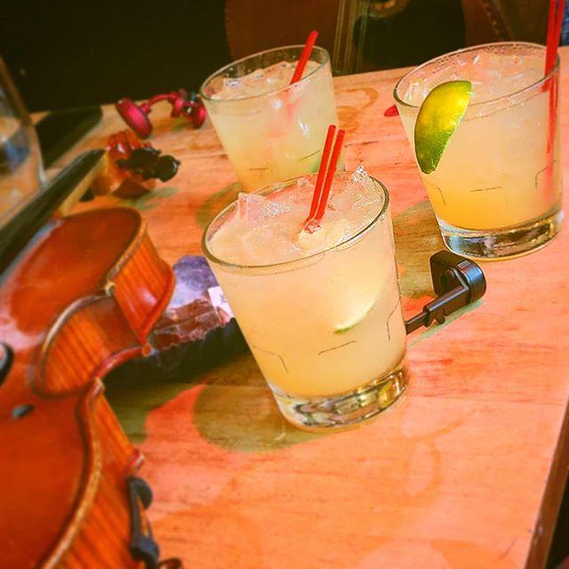 Pineapple Ghost Margarita 🍹🍍👻 to go with the hot tunes 🎶🎵this evening made with @barryshotsauce 😝🔥🔥 @oisinmcauley @mamacoyne01  @seanclohessy . . #liveatthedruid #traditionalirishmusic #irishtraditionalmusic #hotstuff #barryshotsauce #stayhotstayhealthy #hup🔥