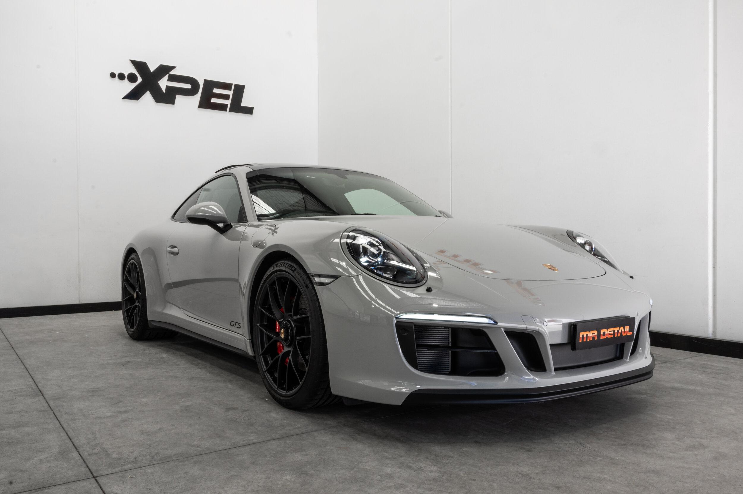 Porsche 911 Carrera GTS Front