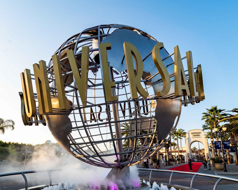 Universal-Studios-Hollywood-globe-entrance-2019.jpg