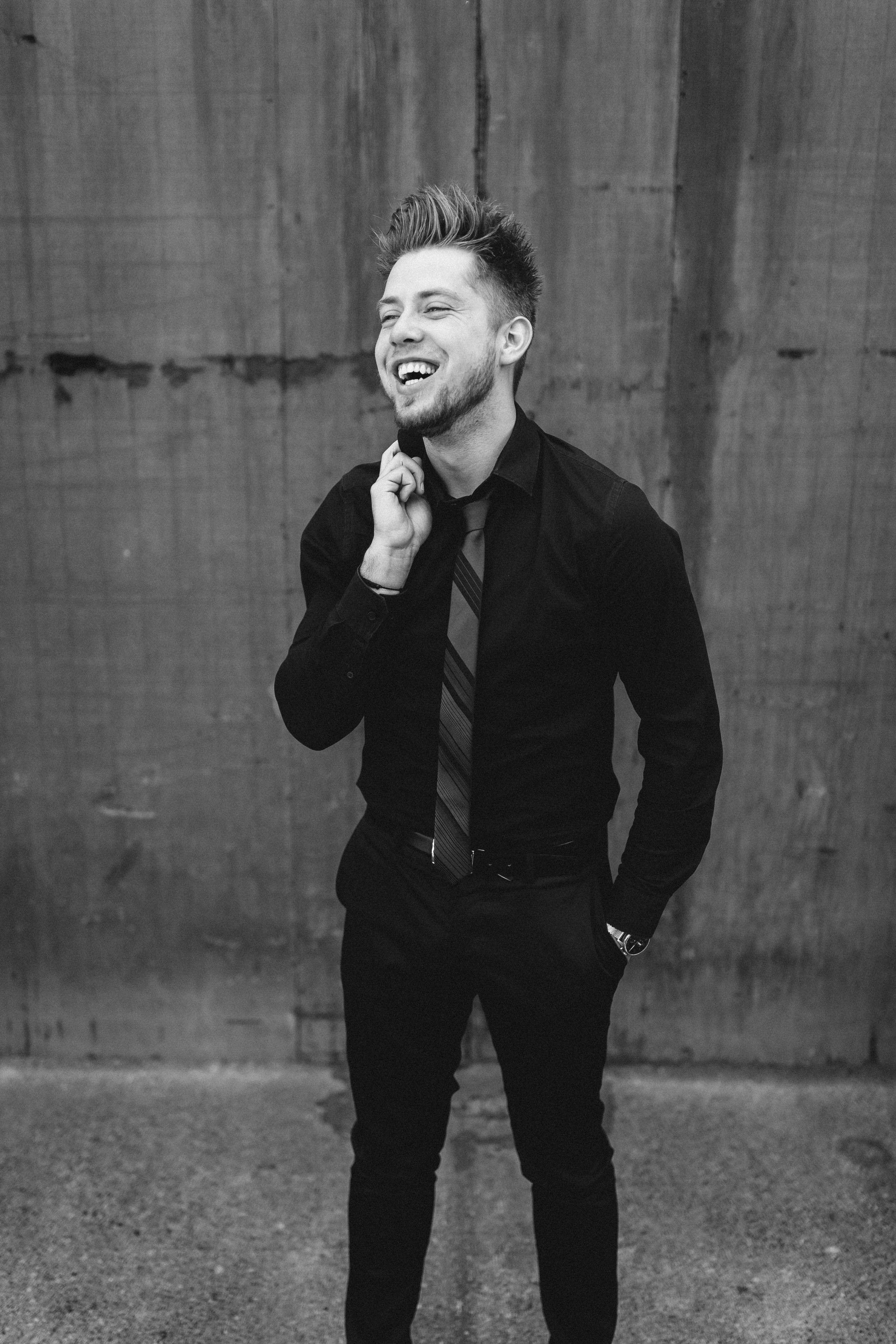 """Entertainment Specialist - Former contestant:American idol XV """"Farewell season""""Singer, songwriter, recording artistcomedian, social media personality.Performed at: Weddings, corporate events,Comedy shows, Parties, Nba games, festivals."""