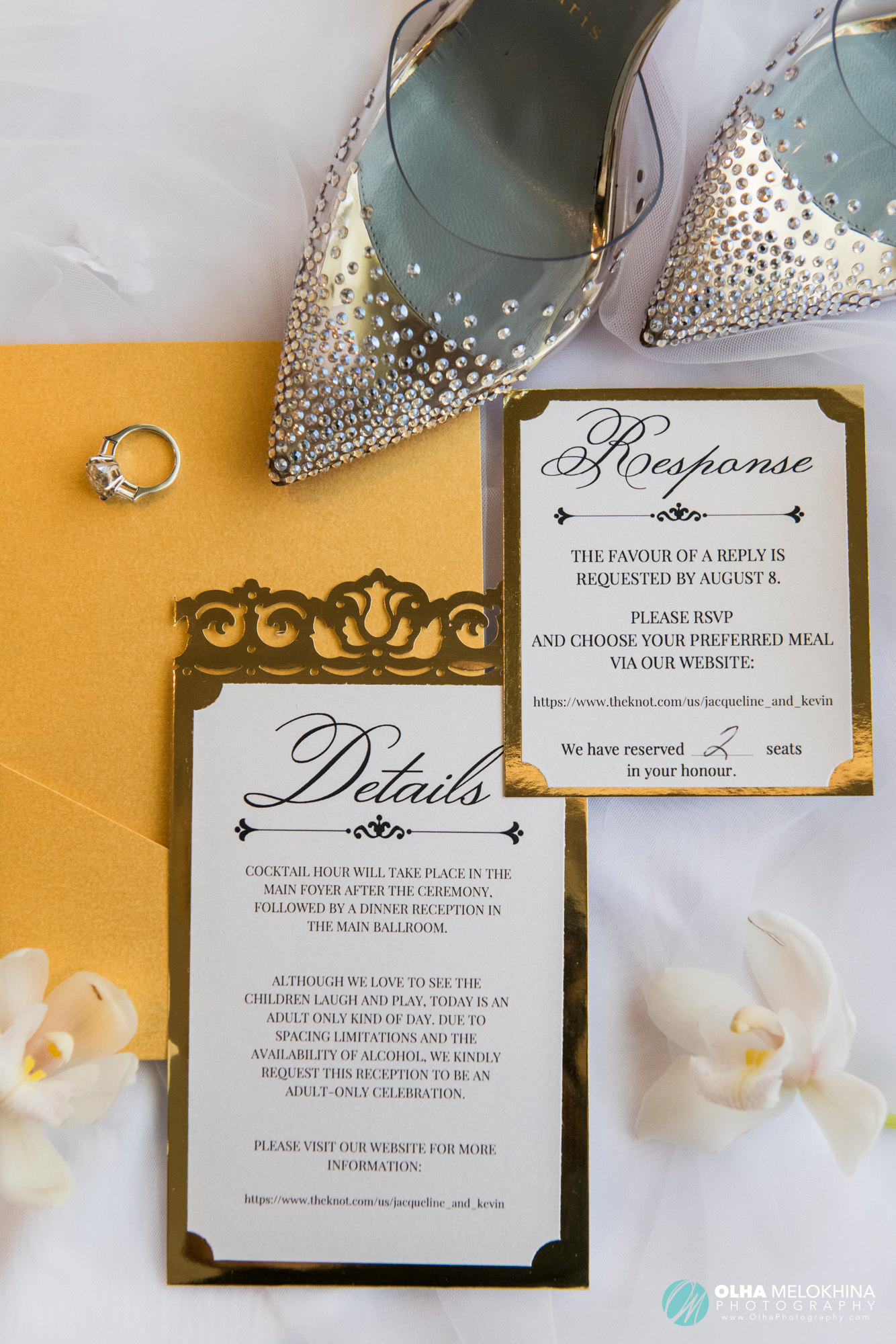 Bride's details are always so pleasing to the eye.