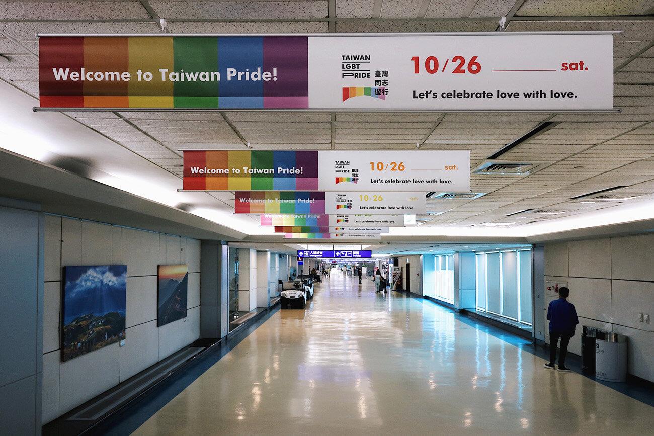 第二航廈天花板廣告_正_small.jpg